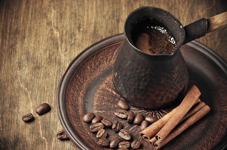 Rasa nikmat kopi memang bisa membangkitkan suasana. Kopi juga mampu membangun semangat di pagi hari. Setelah bangun pagi, kopi akan membuat badan terasa segar dan bertenaga. Namun semua itu takkan berarti tanpa rasa yang istimewa. Kenikmatan dan kesegaran kopi memang sangat dipengaruhi oleh jenis ko…