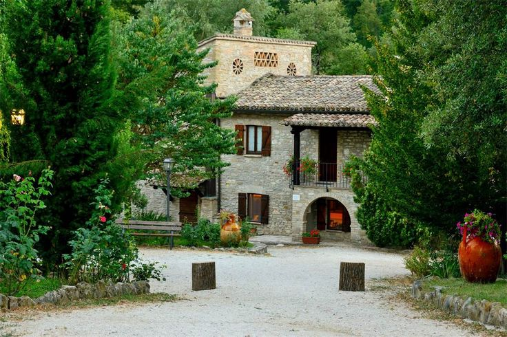 Hamlet with land close to Assisi Costa di Trex Assisi, Perugia, Italy – Luxury Home For Sale