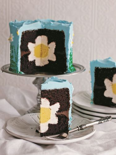 Cute flower cake...wonder if I could do this. Or....would it be an epic Pinterest Fail!???