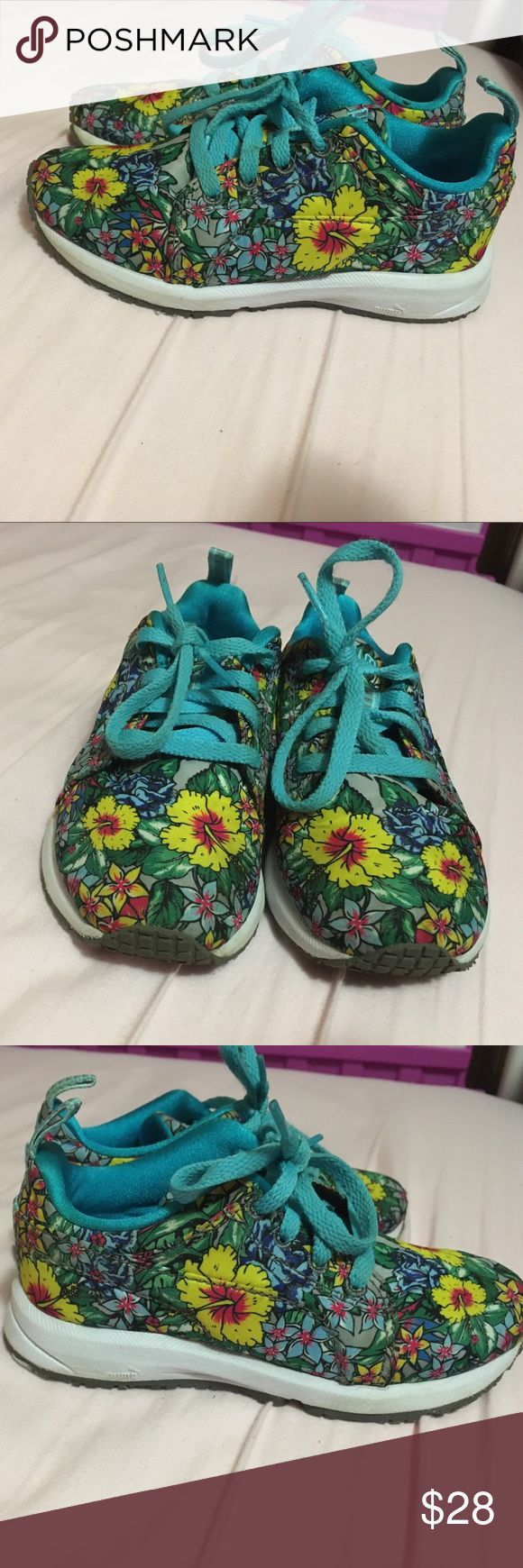 Puma girls size 11 shoes Excellent condition. Floral print. Worn twice. Size 11.      Girls. Shoes. Sneakers. Puma. Toddler. Puma Shoes Sneakers