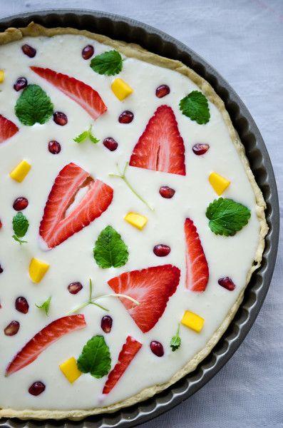 Tartă cu ciocolată albă și fructe - KissTheCook