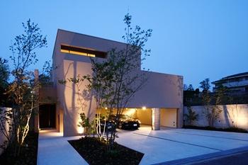 3つの中庭が生み出す上質な空間