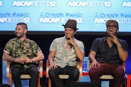 Congrats to Bruno for his 6 nominations at the Billboard Music Awards & Just The Way You Are WINNING ASCAP Song of the Year!!The Billboard Music Awards Airs Live from Las Vegas' MGM Grand on May 20, 2012 @ 8PM ET on ABC