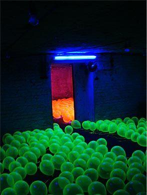 Regine Schumann - Reiseluft 2003 light art installation