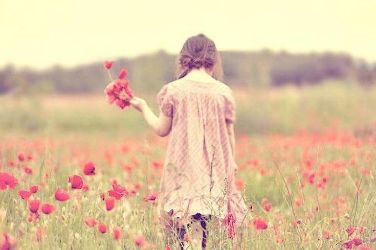 Nunca dejes desaparecer la sonrisa de tus labios aunque tu corazón llore.