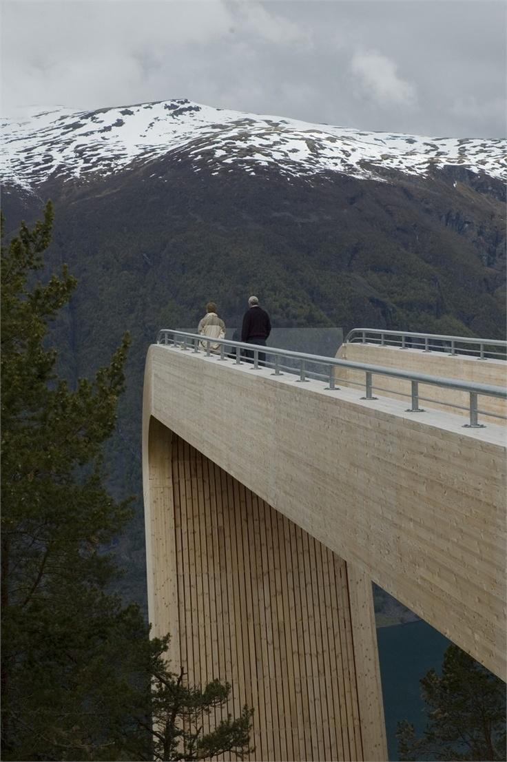 MIRADOR NORWAY.SAUNDERS