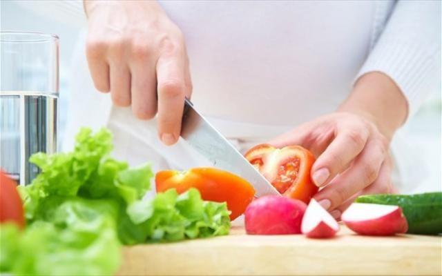Ποια είναι η διατροφή που θα μας κάνει να ζούμε υγιείς περισσότερο έχοντας το ιδανικό σωματικό βάρος; Μια ιδανική διατροφή, εκτός από αυτά τα χαρακτηριστικά, θα πρέπει επίσης να μπορεί να εφαρμόζεται εύκολα και να μην