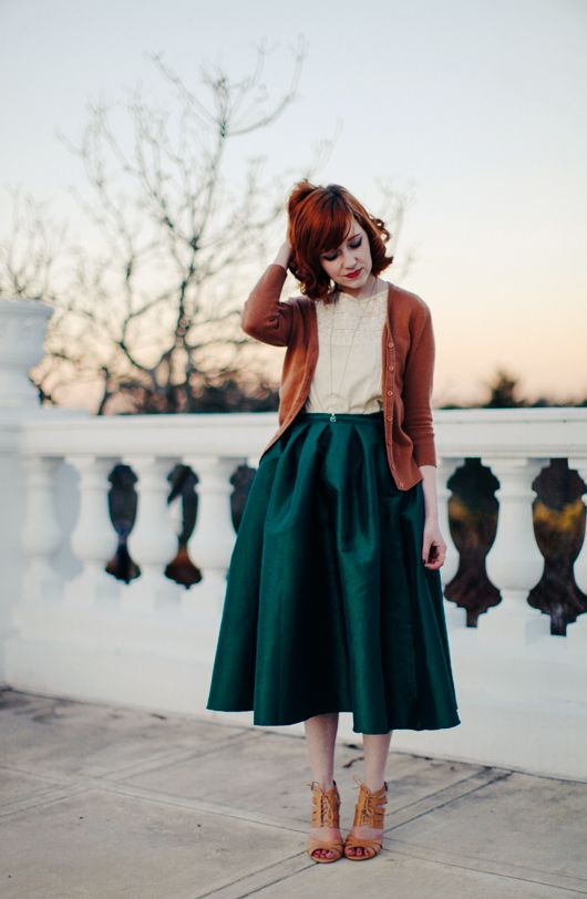 Some fall outfit inspiration with this green full skirt.