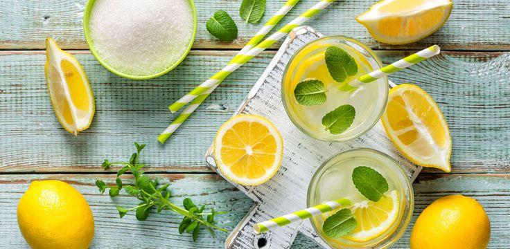 Schluss mit dem Kaufen - Limonade könnt ihr ganz einfach selber machen. Hier kommen 4 unschlagbar gute Rezepte!