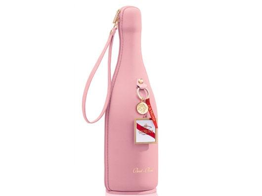 Burbujas rosadas chispeantes y excepcionales bocados dulces a una temperatura óptima: la casa francesa Mumm ha diseñado una exclusiva funda que mantendrá el frío de su botella durante más tiempo. ¿El caldo? Escoja GH Mumm Rosé.