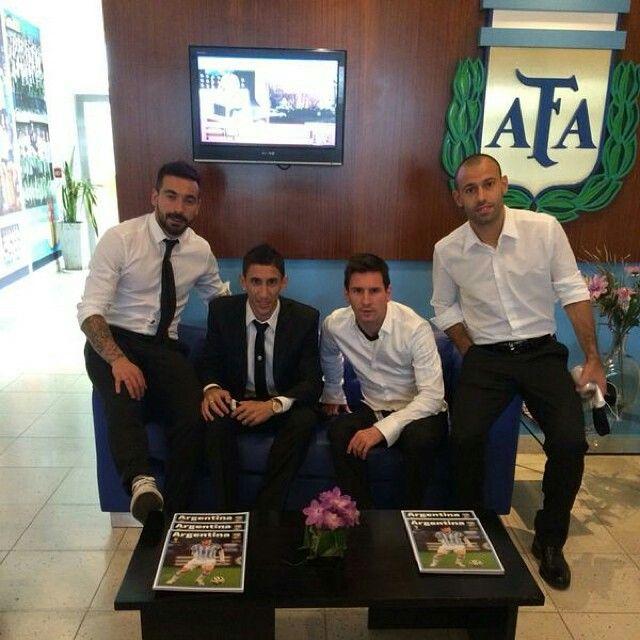 Ezequiel Lavezzi y Angel Di Maria y Lionel Messi y Javier Mascherano Argentina national team.