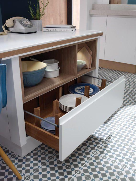 Матовая современная белая кухня