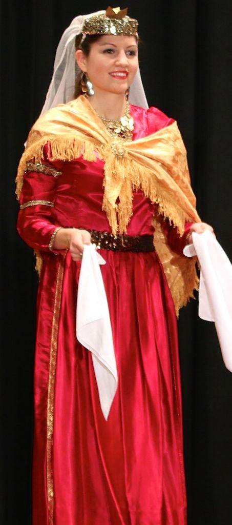 Η παραδοσιακή γυναικεία ενδυμασία της Λευκάδας - The traditional women's Greek folk costume of the island of Lefkada