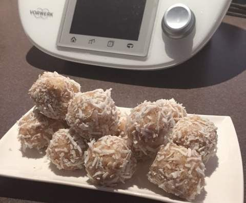 Recipe Lemon Raw Bliss Balls by janeusher - Recipe of category Desserts & sweets