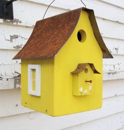 lemon beachy birdy house - I LOVE everything about this birdhouse!!!  From the tin roof to the golf tee perch to the bright sunny hue- this is one happy Avian abode!  giggles