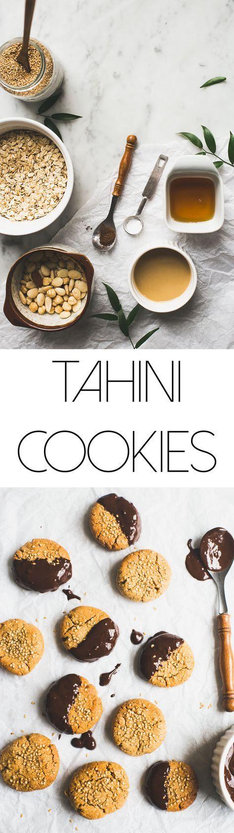 Tahin koekjes. Veganistisch, makkelijk om te maken en ontzettend lekker! (vooral gedipt in chocolade en met een beker muntthee erbij ;))