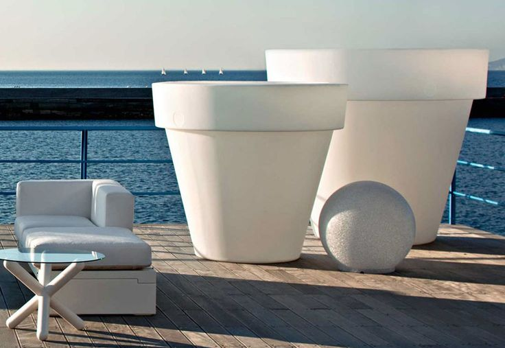 Vasone: A vase / planter for outdoor and indoor suitable for street furniture as well as for the garden.  http://www.malfattistore.it/en/product/vasone-2/ | #malfattistore #interiordesignonline #modernfurniture #vase #outdoor #italiandesign #madeinitaly #homedecor #gardendesign