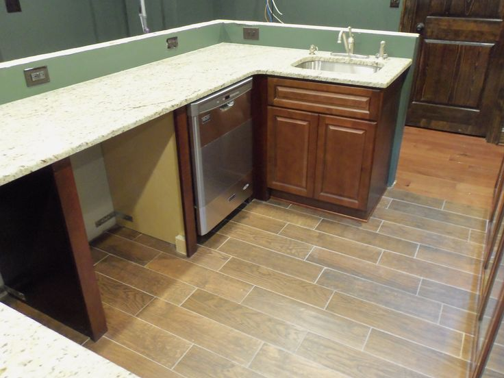 Small bar area with Madison Chocolate and #Kitchen with York Chocolate #Cabinets I would like to share our recently completed Small bar area with #Madison Chocolate and #Kitchen with York #Chocolate Cabinets project #photos for your #RTA Kitchen Cabinets #remodeling #ideas.
