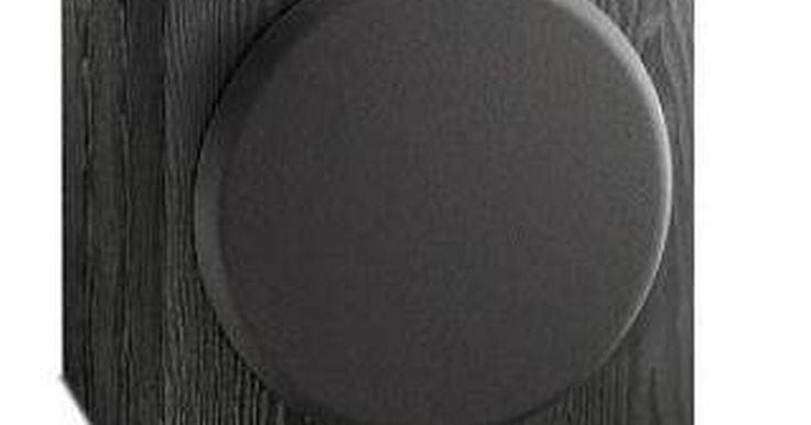 Como conectar um subwoofer a um sistema de áudio caseiro. Um subwoofer acrescenta uma nova dimensão ao som do seu sistema de áudio caseiro. Ele melhora a resposta dos graves na sua música e destaca os efeitos de som em shows executados no seu sistema de home theater. Há duas formas de conectar um subwoofer a um sistema de som. O que for utilizar vai depender do tipo de receptor ou amplificador do seu ...