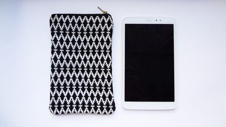 Etui na tablet black&white w Handmade by Kinga Kalinowska na DaWanda.com