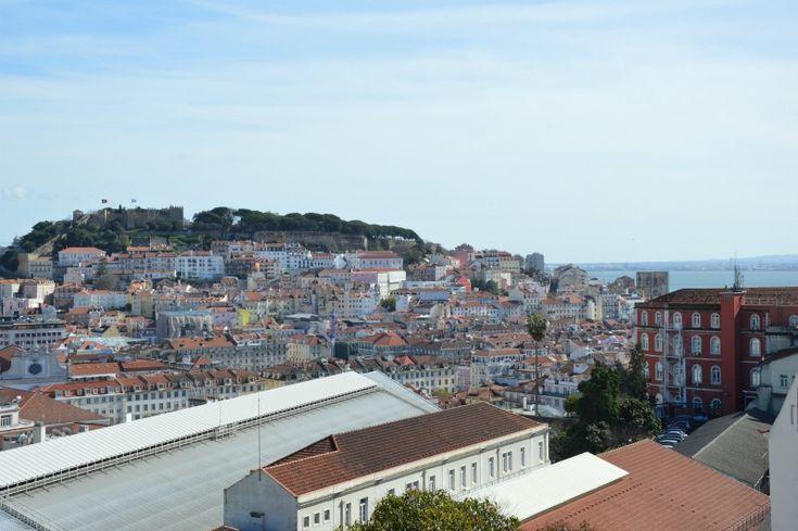 Lisbona è una città felice Scritto di getto sull'aereo che ci riportava a casa. Trovate solo qualche informazione, ma tanta emozione. Perché Lisbona è una città dove la felicità è molto più che un concetto o uno stato mentale. http://bussoladiario.com/2016/02/lisbona-e-una-citta-felice.html