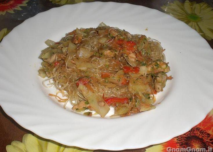 • Spaghetti di soia con pollo e verdure - Ricetta Spaghetti di soia con pollo e verdure