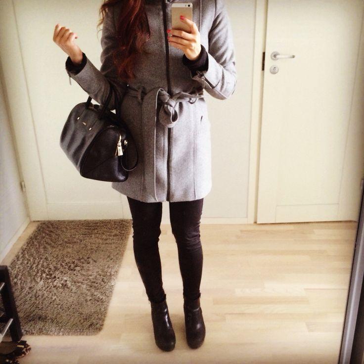 Long grey jacket with Furla bag