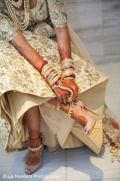 Beautiful indian bride getting ready. http://www.maharaniweddings.com/gallery/photo/86292