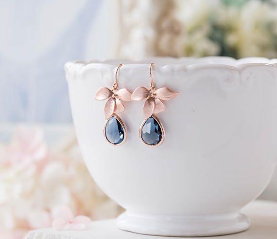 Boucles doreilles de cristal or rose en forme de goutte bleu