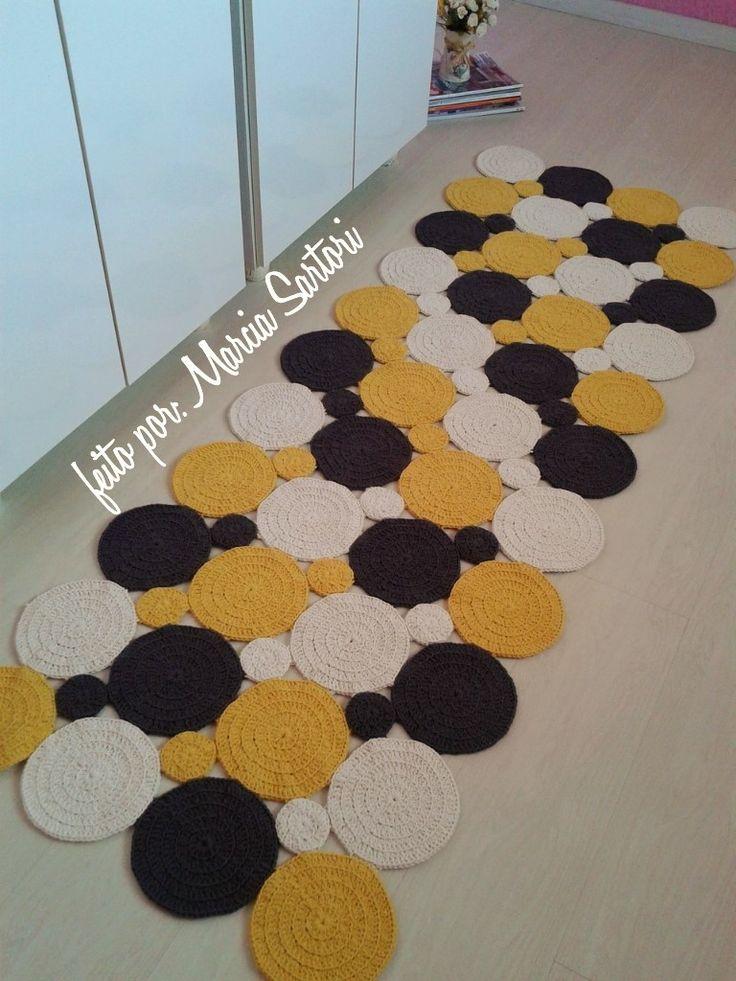 Passadeira de barbante feito em bolas.. <br>Ótima opção para cozinha...laterais de cama.... <br>Pode ser feita nas cores que combinem com sua decoração.. <br>Outras medidas consultar valor <br>Medidas 0,76 X 1,80 m