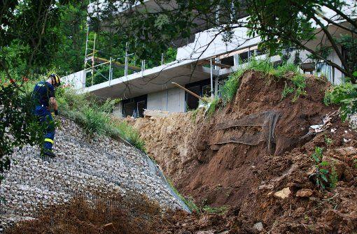 Ein Erdrutsch sorgt für Aufregung in Nürtingen: 35 Bewohner müssen ihre Häuser verlassen, Entwarnung gibt es noch nicht.