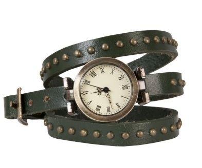 Horloge van leren bandjes met studs en 'old look' wijzerplaat (donker groen) Stoere leren horloge met bandje met dubbele omslag, voorzien van studs en een 'old look' wijzerplaat (donker groen).