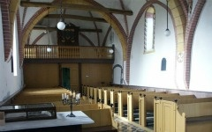 Landmerken, bijzondere plekken, kleine kerken. Langs de Waddenzee kust.