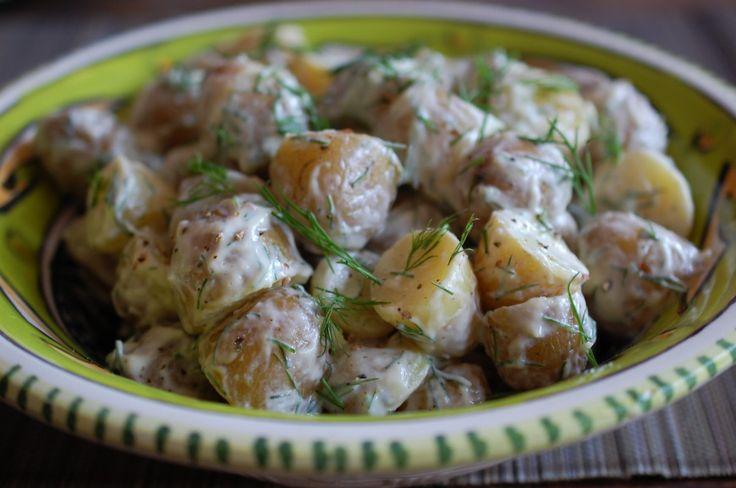 Zweedse krieltjes met zure room zijn heel gemakkelijk te maken en smaken heel erg lekker bij (Zweedse) visgerechten zoals Graved lax of zure haring.