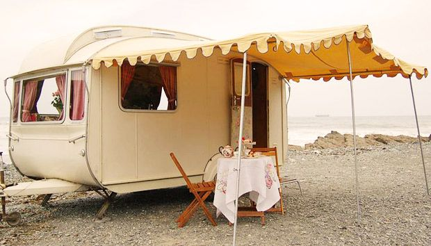 Beach house.: At The Beaches, Vintage Trailers, Sweet, Vintage Caravan, Places, Beaches Houses, Canopies, The Sea, Vintage Campers