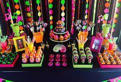 Decorando com Arte - Lembrancinhas Personalizadas: Baladinha Neon - Neon Party                                                                                                                                                                                 Mais