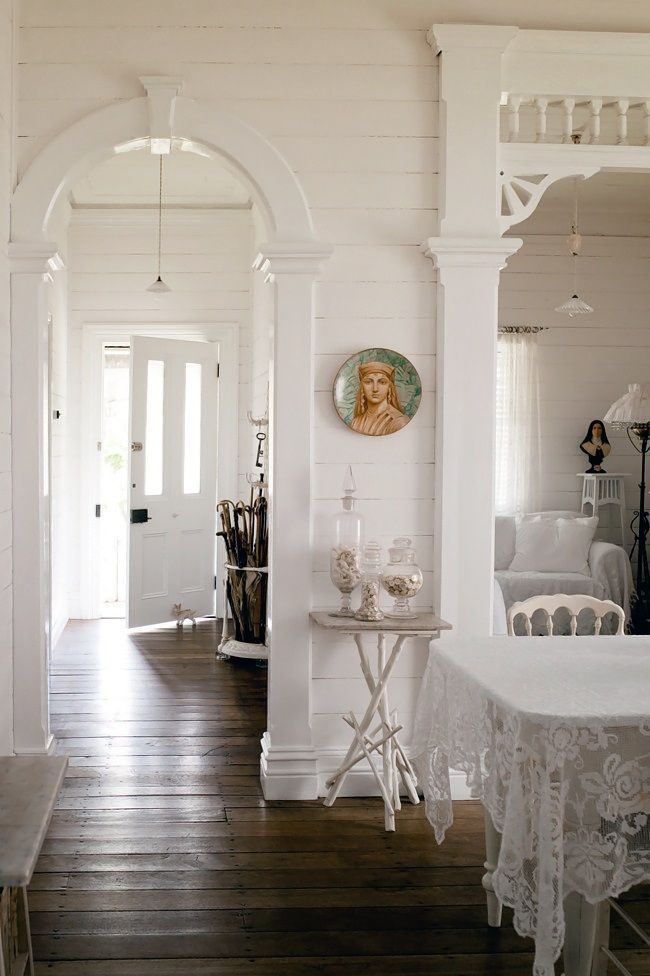 PHOTOGRAPHY: JARED FOWLER. STYLING: GERALDINE MUNOZ- Homelife-White-country-cottage. #InteriorDesign.
