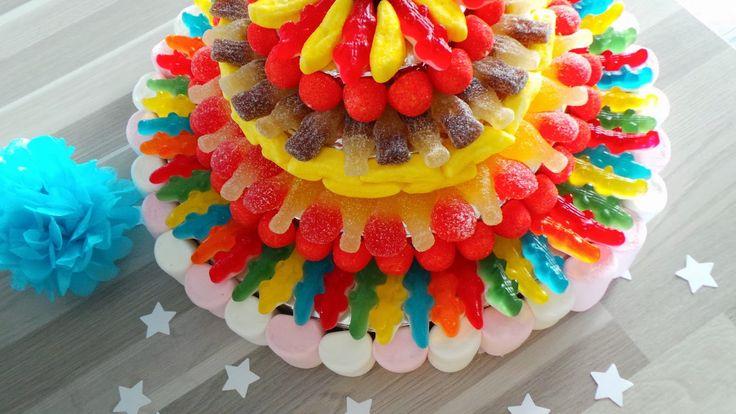 Mon Loulou fête ses 6 ans, qu'il est grand mon petit bonhomme!     Nous avons réalisé ensemble un gâteau de bonbons pour l'occasion.    C'e...