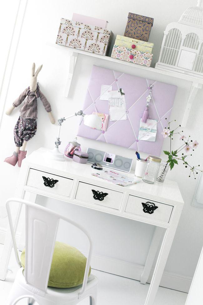 girl's desk...
