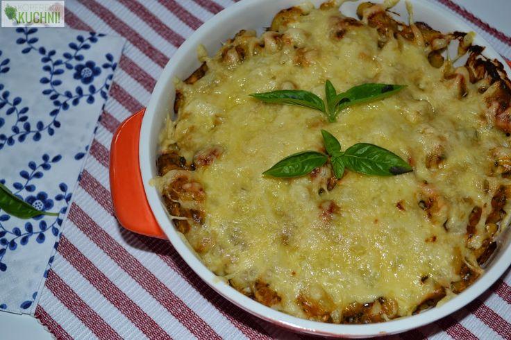 Zapiekanka makaronowa z parówką i sosem serowo-pomidorowym