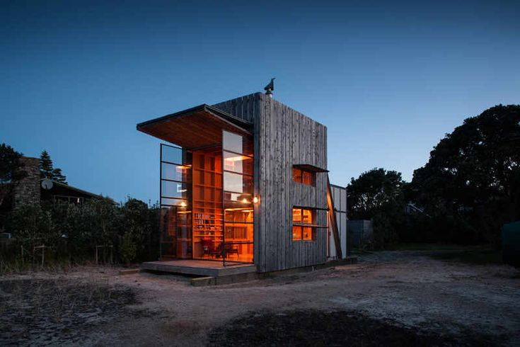 {beach hut on sleds} movable retreat