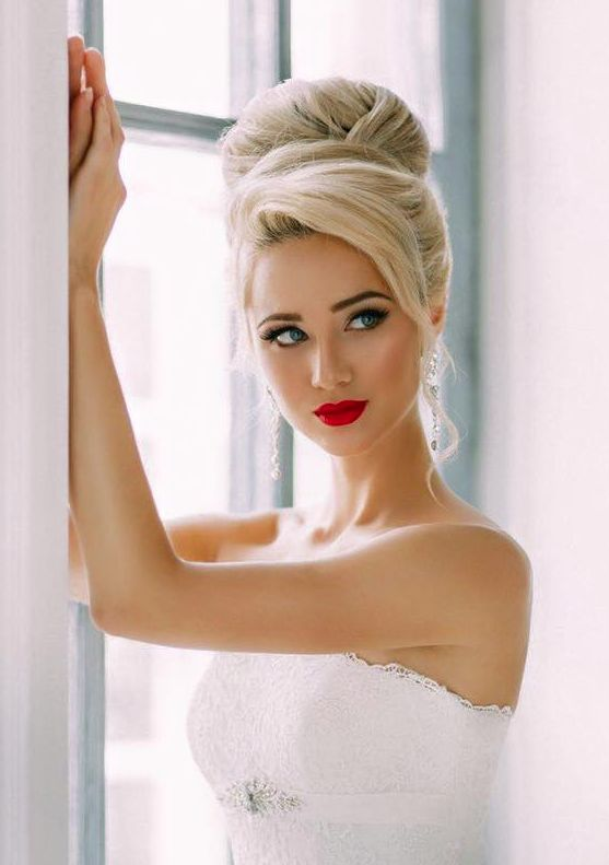 Romantic and so Elegant chic #wedding #hairstyle idea from Elstile