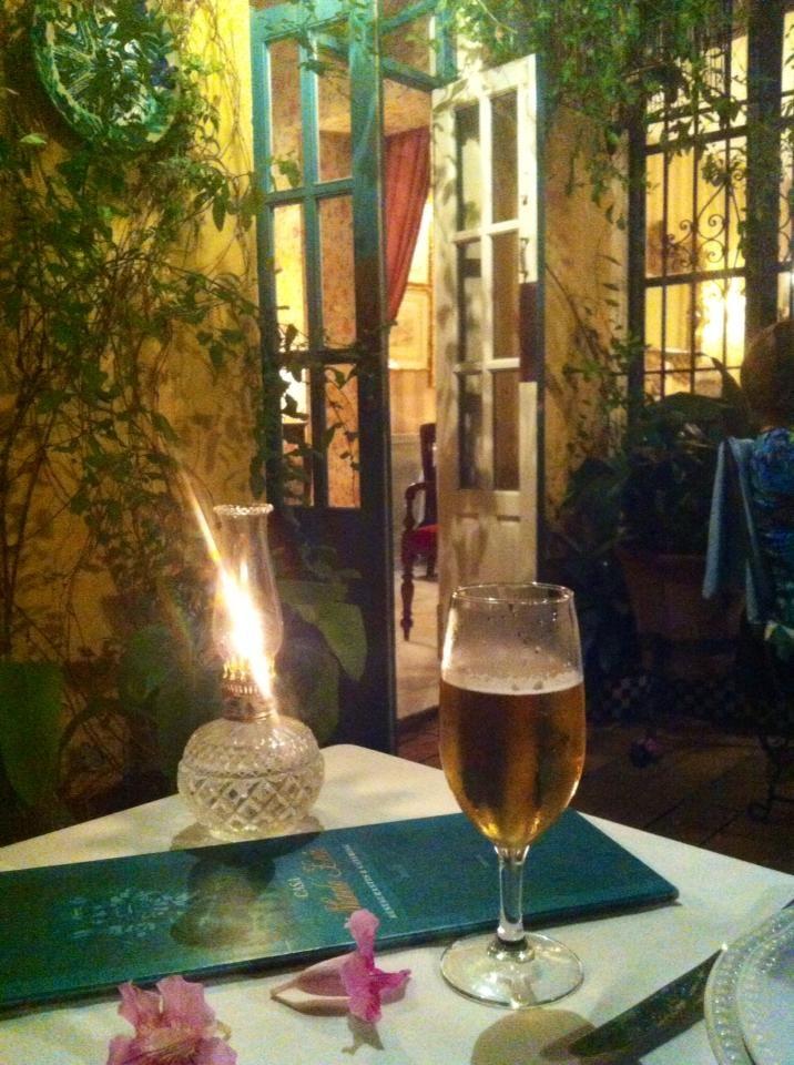 Desconecta y disfruta (Sevilla) - Una cervecita en una terraza de verano de Sevilla. No encontrarás mejor momento para desconectar y disfrutar. Restaurante Manolo León