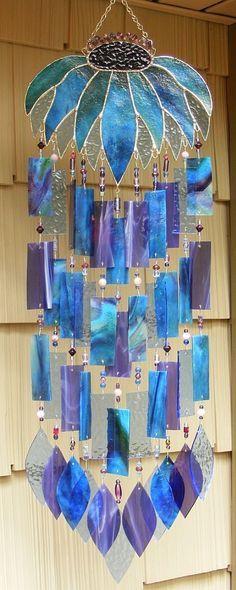 Espanta-espíritos com elementos de vidro.