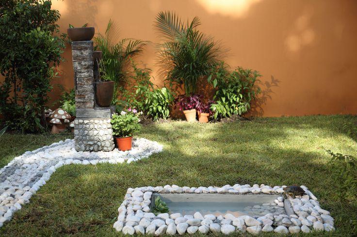 Dale vida a tu jardín decorando con plantas y fuentes.