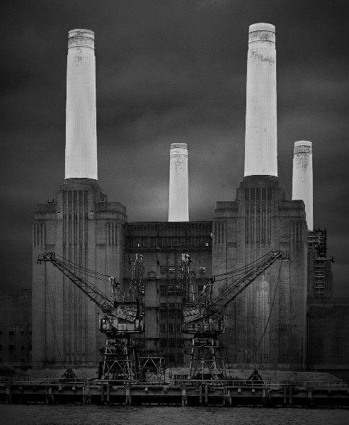 Battersea Power Station in all its Art deco glory #bw @blackwhitepins