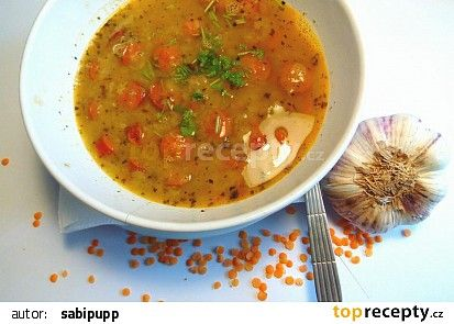 Polévka z červené čočky s česnekem recept - TopRecepty.cz