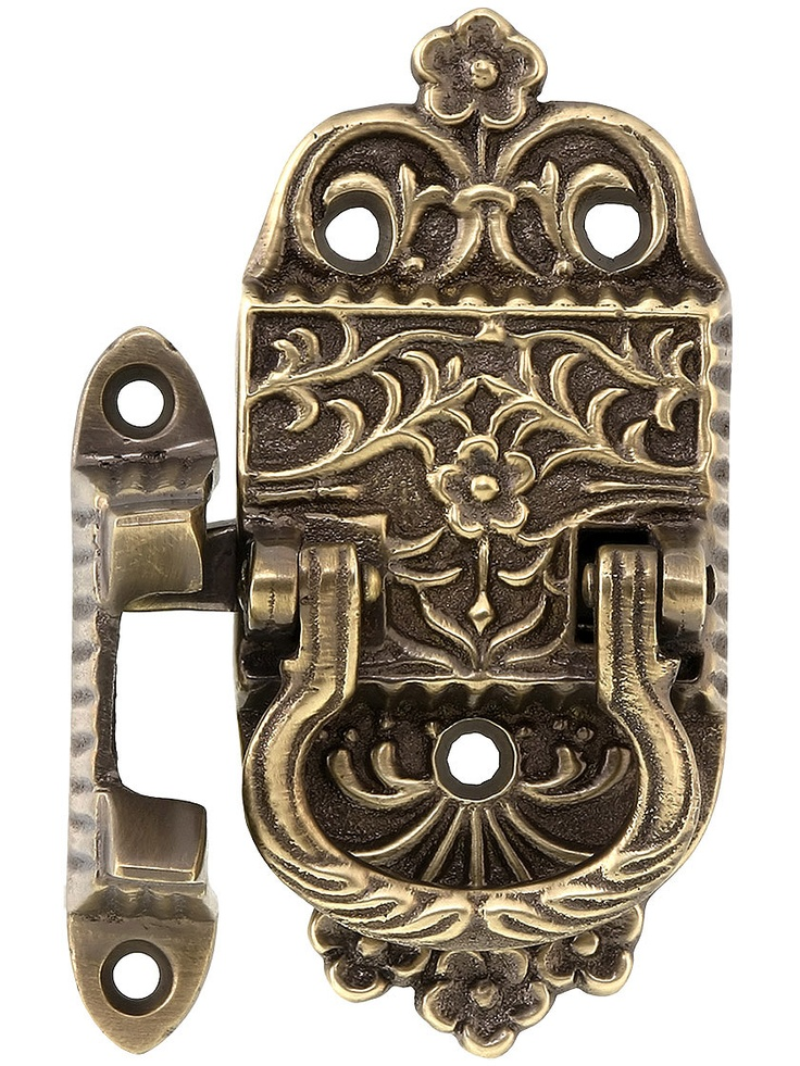 This would be a good latch/handle for Alexandra's Harry Potter box if we use those awesome hinges.  With the HP box, she would only need 2 hinges.