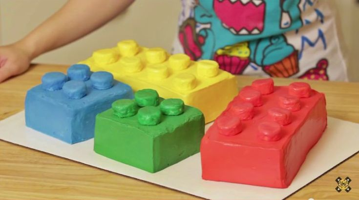 I have never met anybody who didn't absolutely love playing with Legos, have you? We all grew up playing with them, and some of us still do. (My husband is obsessed!) So this Lego cake creation from Rosanna Pansino is really something everybody will love...