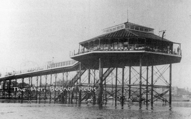 Bognor Regis photographs - photos of the pier, beach, coastline, shops, and seafront, Bognor, West Sussex, England UK